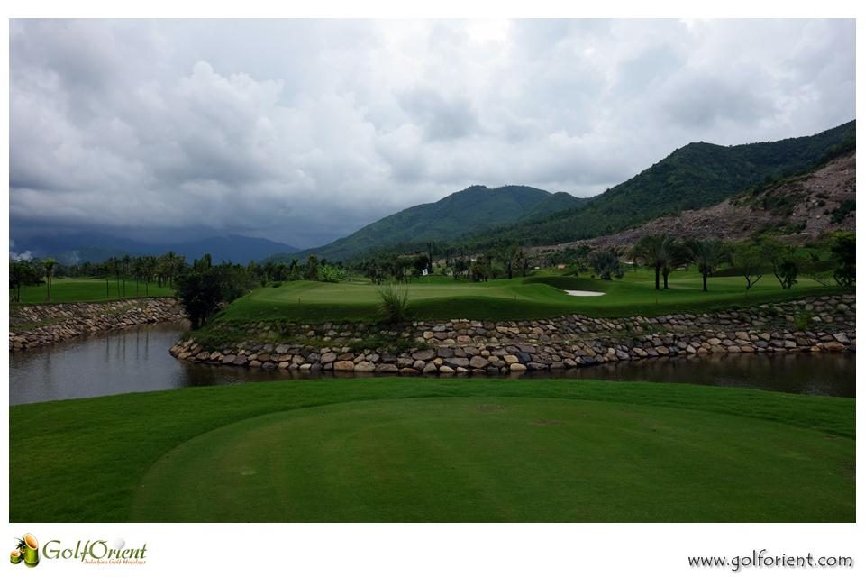 vietnam-golfcourse-diamond-bay-golf-villas-08